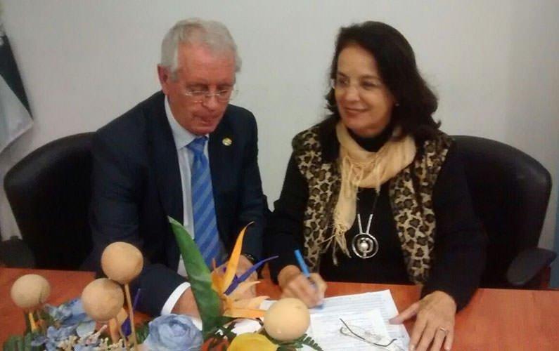 Firma del convenio INFAD y ACAMECO