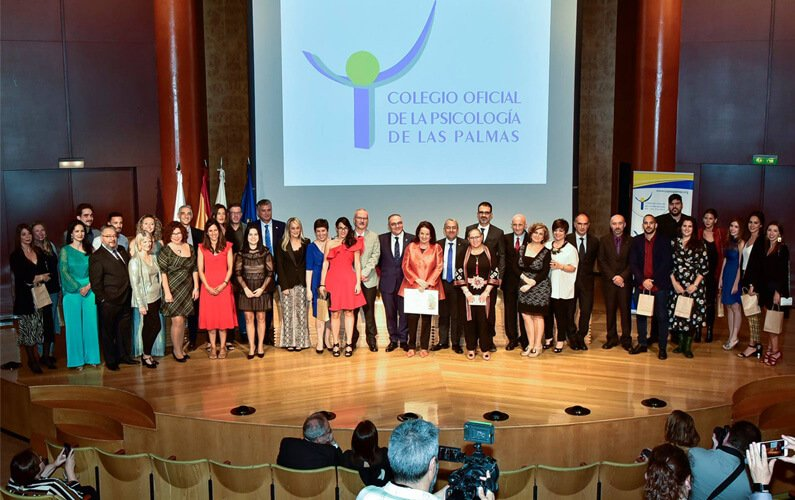 Distinción del Colegio de Psicología de Las Palmas a la presidenta de ACAMECO